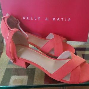 Kelly & Katie Roseta Sandal Never Been Worn